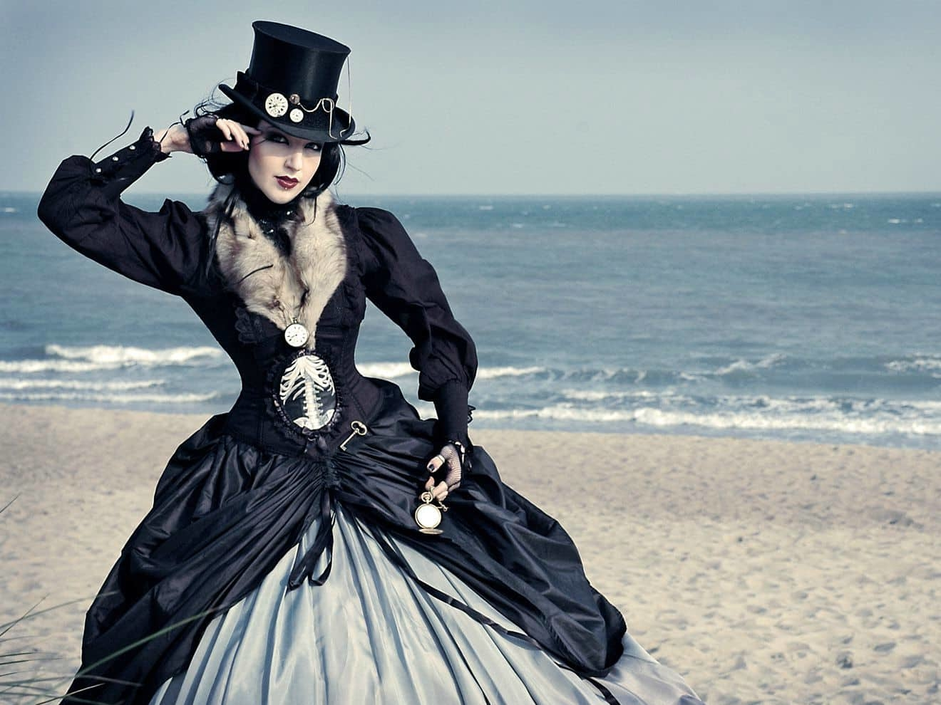 The Steampunk Interaction In Fashion Designs