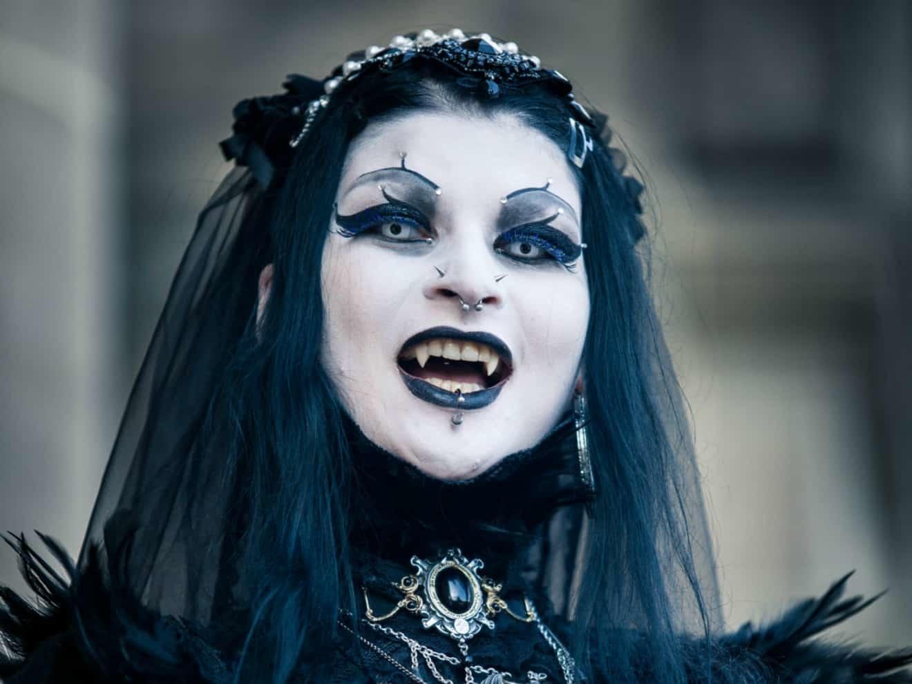 Vlad, The Impaler's Sensualistic Vampiric Concubines