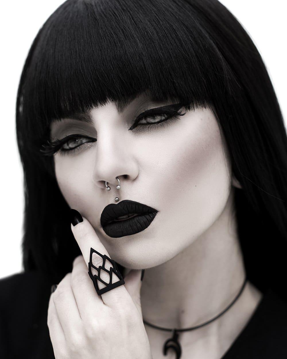 Rule Ring in Black