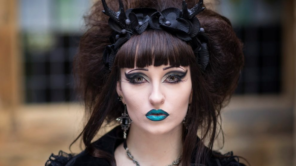 Goth Beauty, and Neo-Traditional Femininity in Magazines