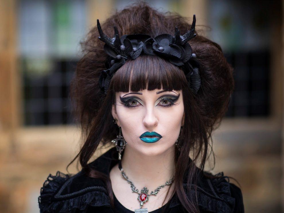 Goth Beauty, and Neo-Traditional Femininity in Magazines