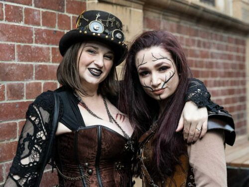 An Introduction to the Staring Gaze of Steampunk