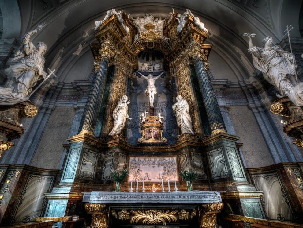 Thirteenth-Century Approaches of Love for Fallen Angels