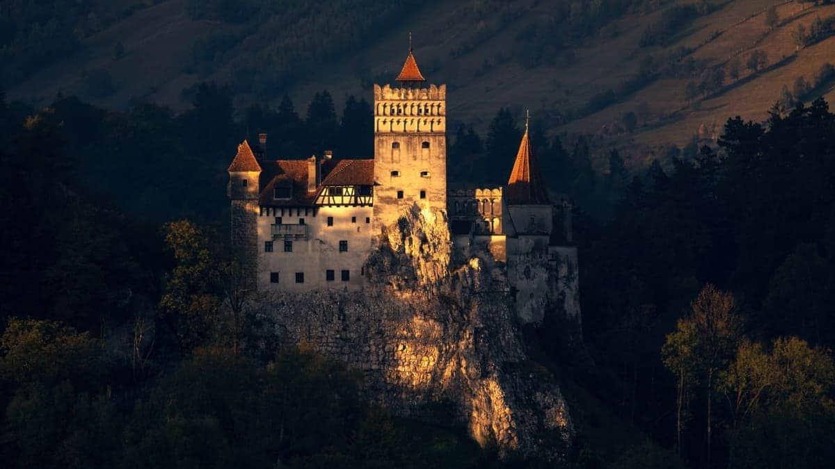Romanian Vampiric Dark Tourism Characteristics